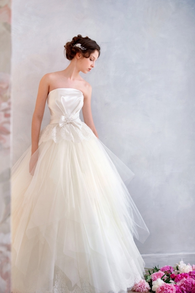 a-line-strapless-floor-length-ivory-organza-wedding-dress-b14p2a036-a[1]