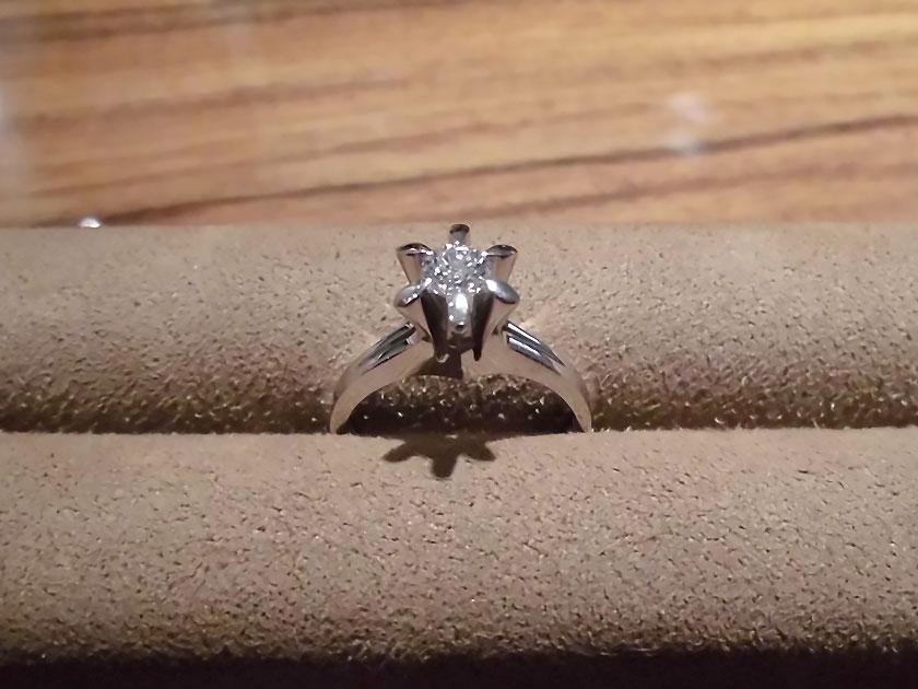お母さまから受け継いだ婚約指輪をネックレスに