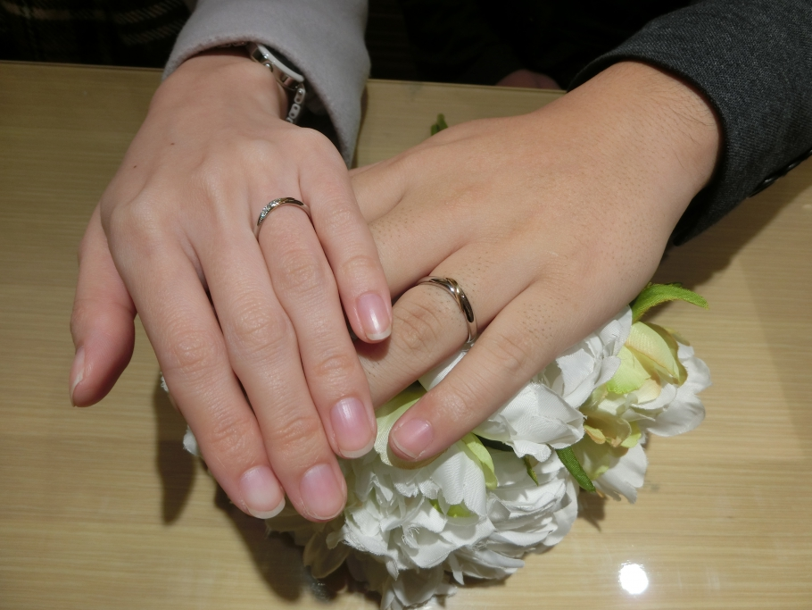 姫路市から来店美女と野獣の結婚指輪を選びました。