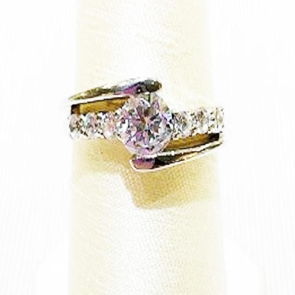ジュエリーリフォームにオススメの婚約指輪メビウスのロマンス