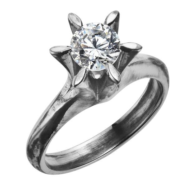 古くなった婚約指輪のデザインを変えるジュエリーリフォーム