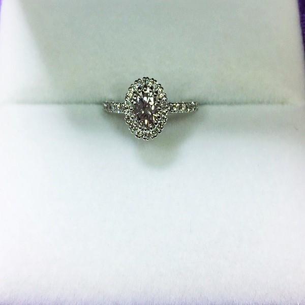 婚約指輪を華やかな婚約指輪にジュエリーリフォーム