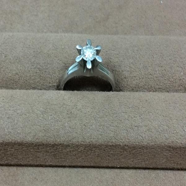 立爪の婚約指輪のジュエリーリフォーム