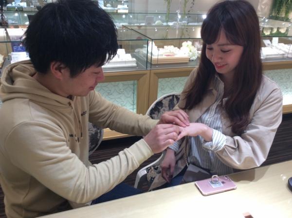 gardenオリジナルの婚約指輪をお選び頂きました。