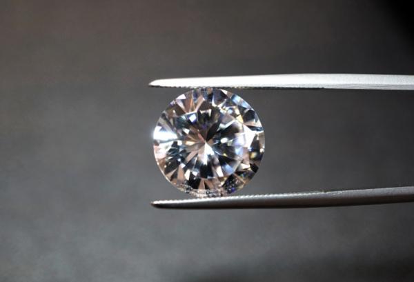 姫路市でプロポーズに使うダイヤモンドはIDEALアイデアルダイヤモンド