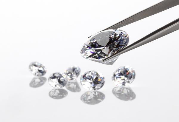 加古川市でプロポーズに使う婚約指輪ならIDEALアイデアルダイヤモンド