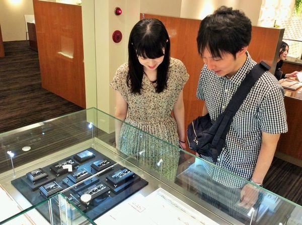 加古川市「VIVAGE」の結婚指輪をご成約頂きました。