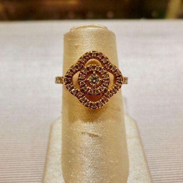 記念日に贈るダイヤモンドジュエリー ゴールドの指輪