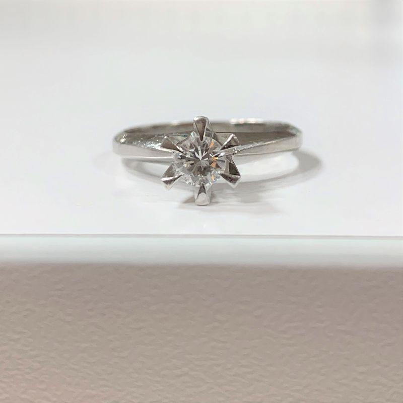 ジュエリーリフォームをする前の婚約指輪