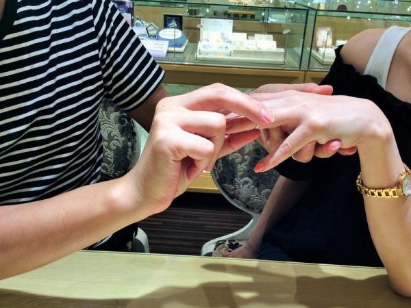 ピンクサファイヤ結婚指輪