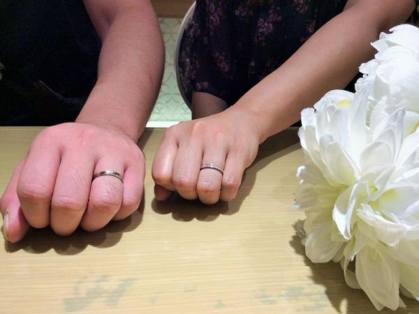 サラサとプルーヴ結婚指輪