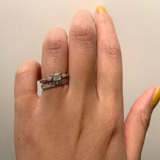 ORECCHIO婚約指輪を重ねづけ
