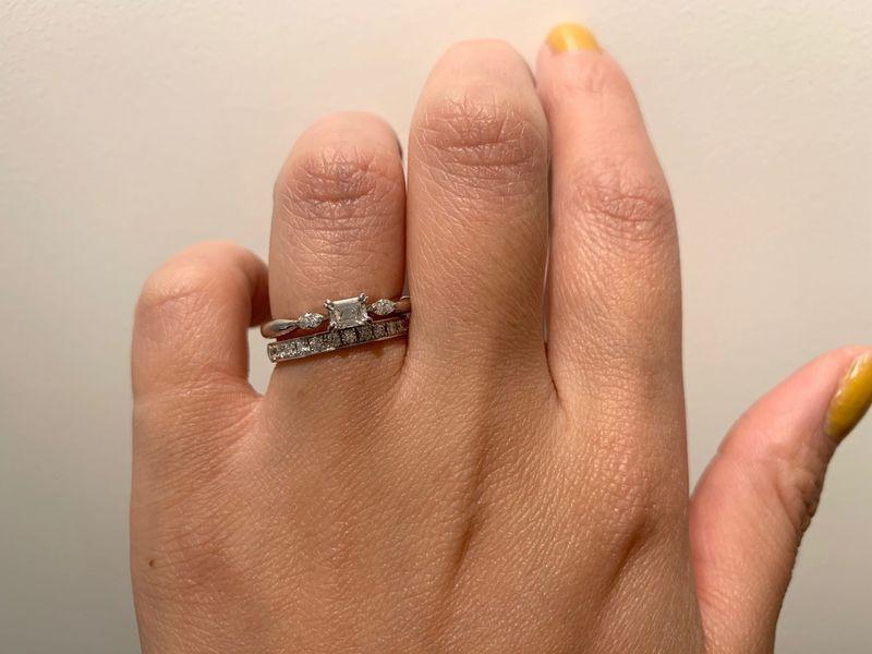 オレッキオジューラ婚約指輪ジャスミンとグレースカーマのエタニティリング