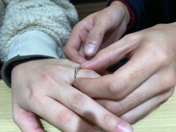 ピンクダイヤアレンジの婚約指輪