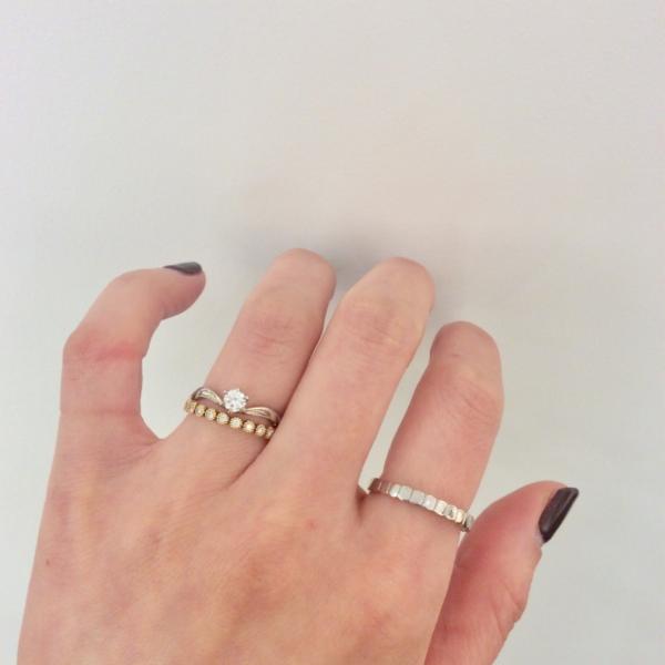 プライベートビーチの婚約指輪とロゼットの星空