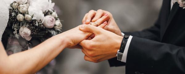 婚約指輪の贈る意味