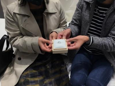 岡山県勝田郡奈義町「Mariage ent」の婚約指輪をご成約頂きました。