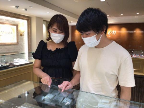 鍛造製法の結婚指輪。