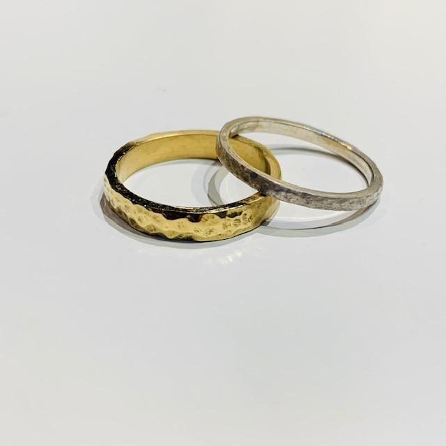 槌目加工の手作り結婚指輪